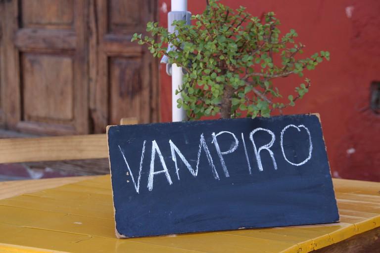 A sign advertising vampiros
