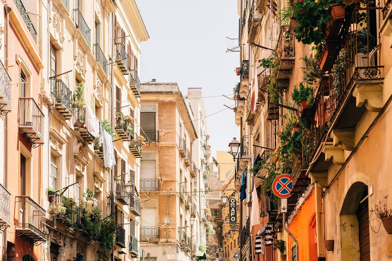 A green street CC0 Pixabay