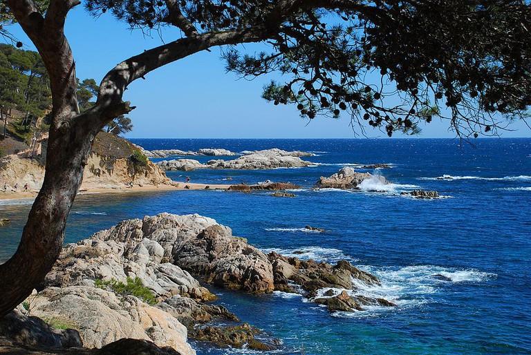 Cala Estreta, Costa Brava, Spain | ©Jordi Carceller Comas / Wikimedia Commons