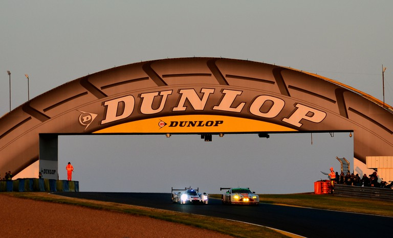 Dunlop Bridge at sunrise │© Nic Redhead / Flickr