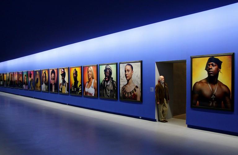 Le Jour ni l'Heure 4387 : autoportrait dans la salle Andres Serrano (né en 1950), collection Yvon Lambert, hôtel de Caumont, Avignon │© Renaud Camus / Flickr
