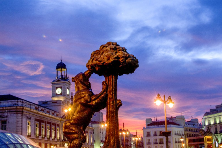 A statue of the Madroño tree and bear in Madrid's Puerta del Sol