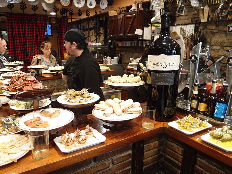 Pintxos bar, San Sebastian | ©Gordito1869 / Wikimedia Commons