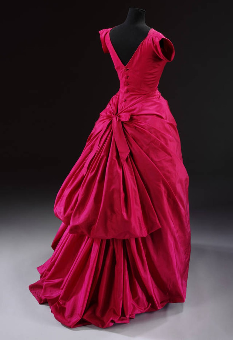 Silk taffeta evening dress, Cristóbal Balenciaga, 1955, Paris, France. Museum no. T.427-1967