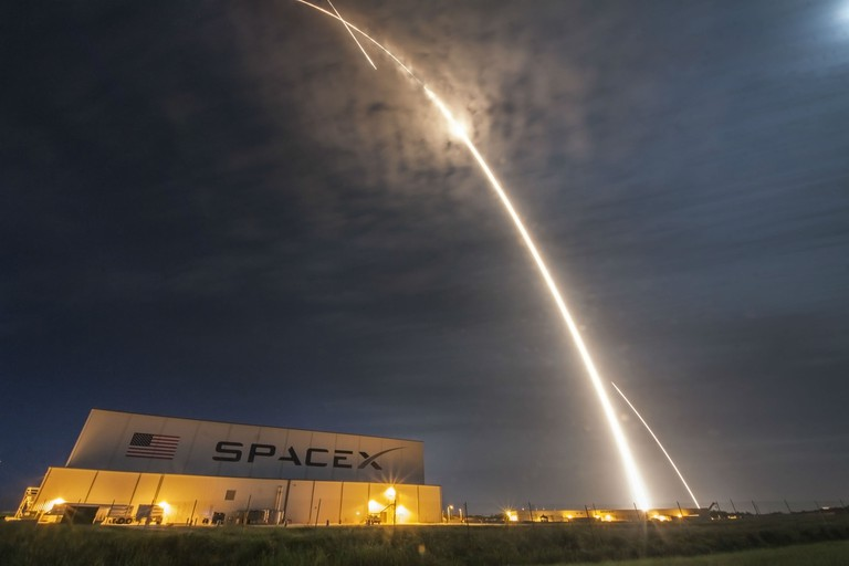 SpaceX aims to have space tourists on the way to the Moon in 2018.