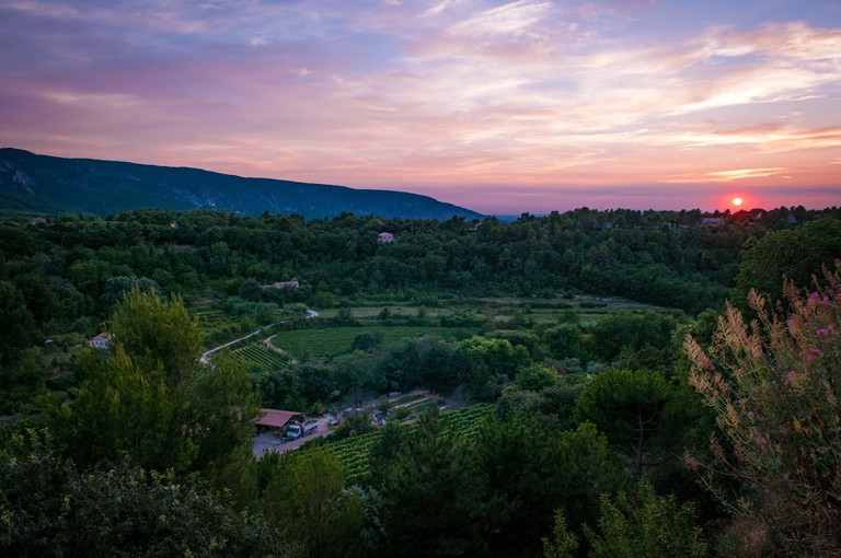 Coucher de soleil dans le Luberon │ © Ben & Gab / Flickr