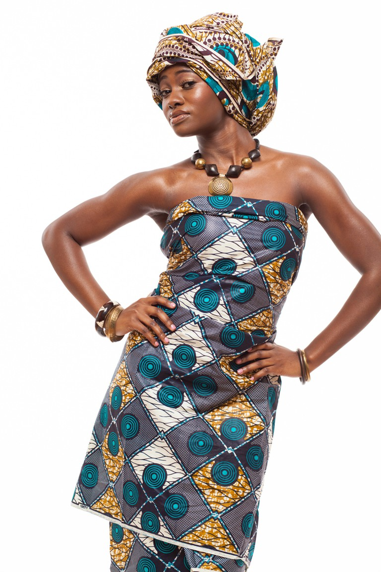 Traditional attire for women | © YaromirM / Shutterstock