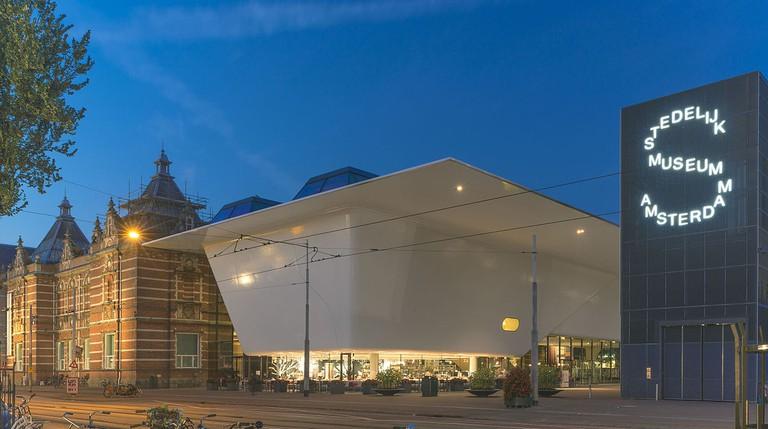 The Stedelijk Museum | © John Lewis Marshall / WikiCommons