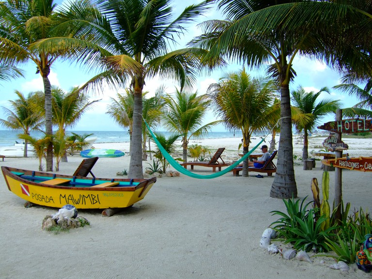 A boat with the name of Posada Mawimbi on Isla Holbox | © ann-dabney/Flickr