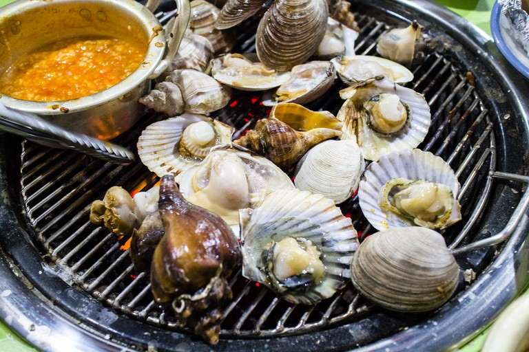 Korean-style grilled shellfish