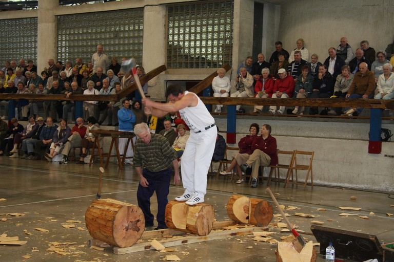 Basque wood chopping | ©UKBERRI.NET Uribe Kosta eta Erandio / Wikimedia Commons
