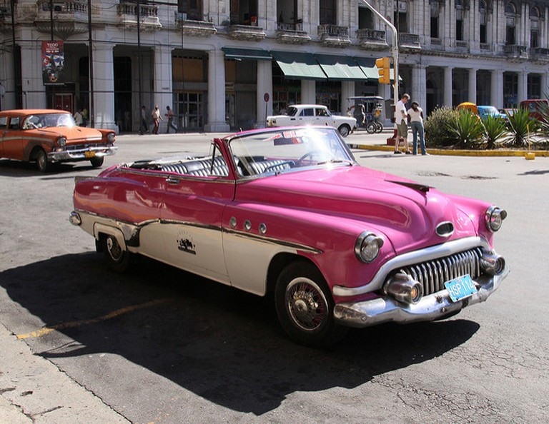 Buick '52 parked outside the Parque Central Hotel
