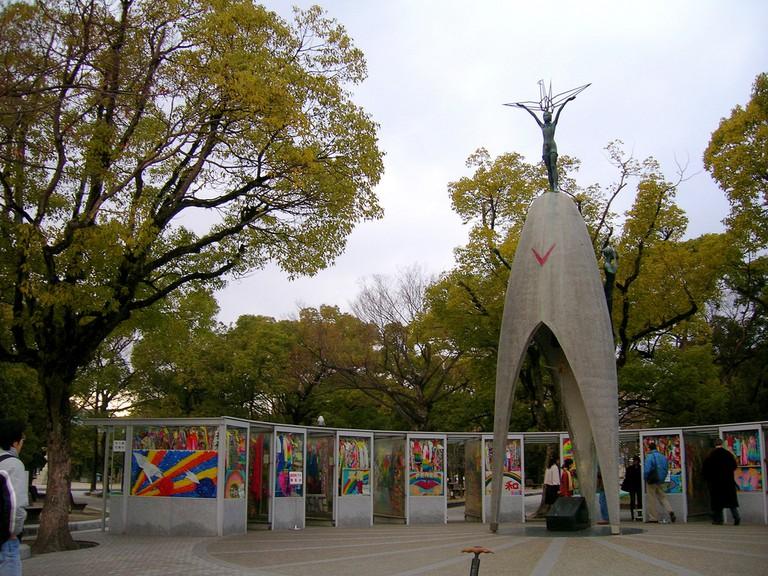 Statue of Sadako Sasaki atop the Children's Peace Monument | © Jennifer Morrow/Flickr