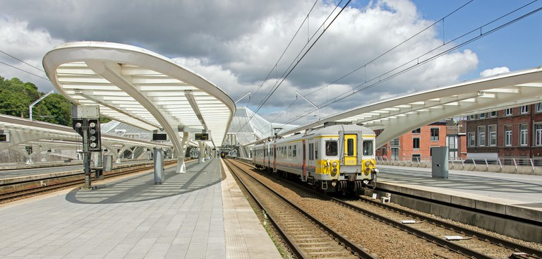 A train leaving the station of Liège-Guillemins, Belgium | © Rob Dammers / Flickr