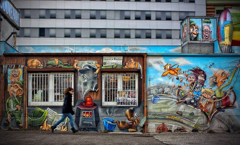 The painted slabs at Teltow try to create a similar artist project like the one at the East Side Gallery is Berlin