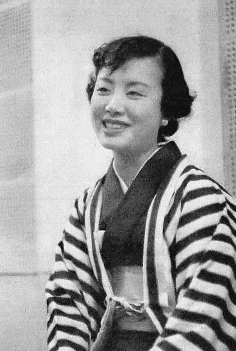 Hibari Misora from the Mainichi Graphic November 17th, 1954 | © The Mainichi Newspapers Co.,Ltd./WikiCommons