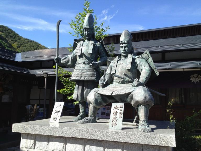 Statue of Tomoe Gozen and Minamoto no Yoshinaka (Lord Kiso) | © Agkg/Pixabay