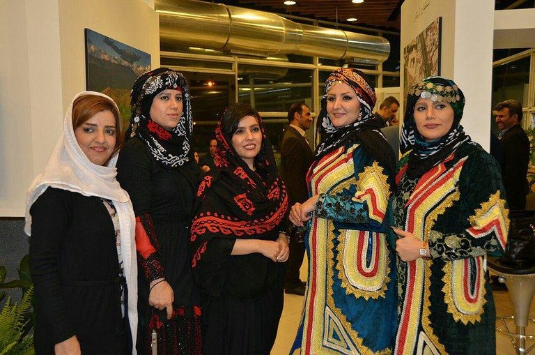 Traditional clothes of Lur women | © Shadegan / Wikimedia Commons
