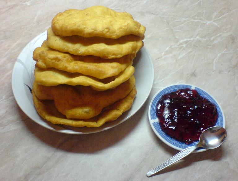 Mekitsa and jam I © Biser Todorov/WikiCommons