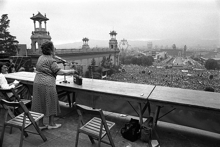Federica Montseny speaking in 1977 in Barcelona