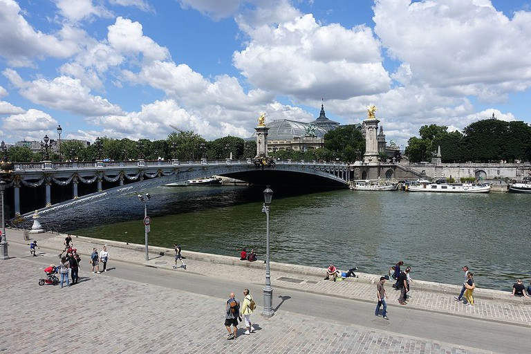 Pont Alexandre III and banks of the Seine │© Guilhem Vellut / Wikimedia Commons