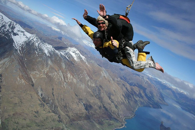 Tandem Skydiving in Queenstown   © Rob Chandler/Wikimedia Commons