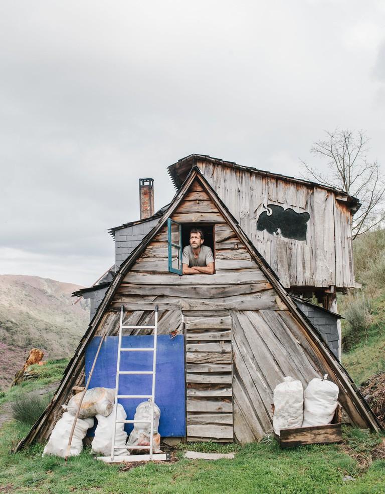 Residents of Matavenero build their own houses
