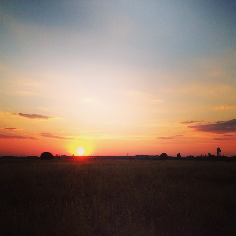 The setting sun over the grassy area of Tempelhof