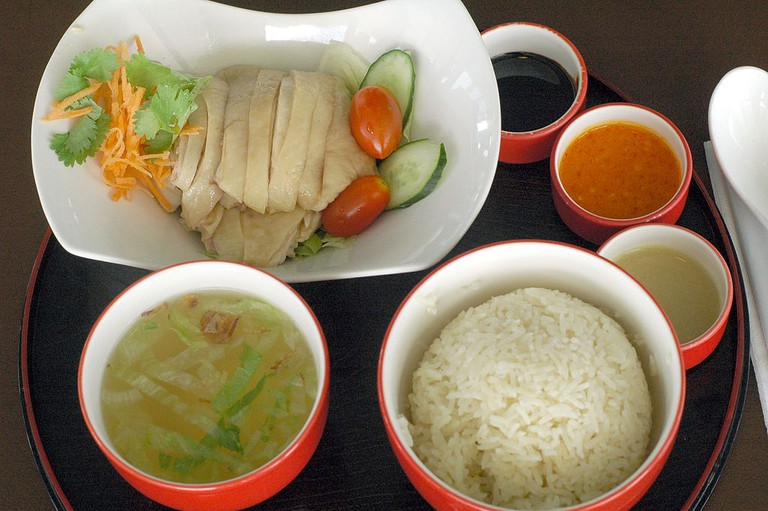 https://commons.wikimedia.org/wiki/File:Chatterbox_ChickenRice.JPG