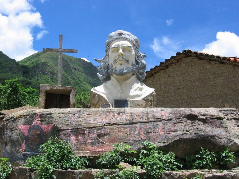 Che Guevara statue at the site of his death
