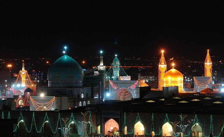 The shrine of Imam Reza lights up the city at night | © Mohebin14 / Wikimedia Commons