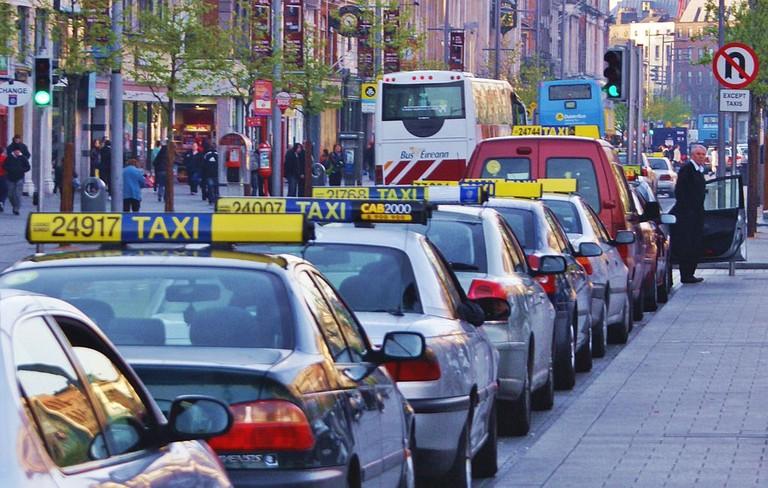 Taxi rank on O'Connell Street Dublin, Ireland | © Jaqian/WikiCommons