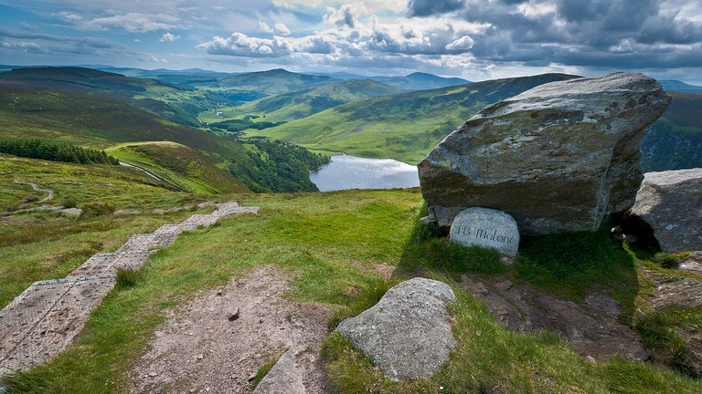 The J. B. Malone memorial overlooking Lough Tay in the Wicklow Mountains National Park | © Joe King/WikiCommons