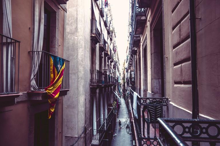 Narrow streets of Barcelona © Rose-Ann Hallgren