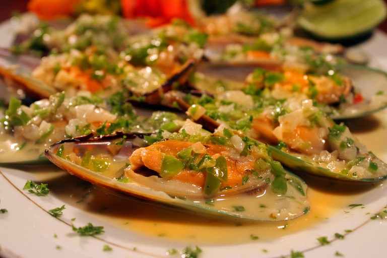 A dish of garnished mussels © Jorge Mejía peralta