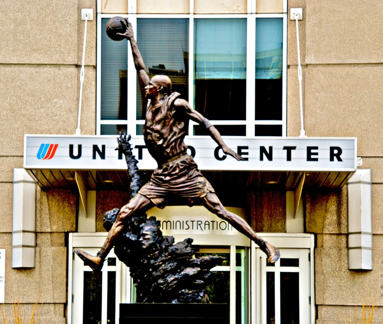 The Michael Jordan statue at United Center | © Glorius Gaduang/Flickr
