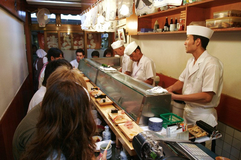 Sushi bar in Tsukiji | © Bryan Allison/Flickr