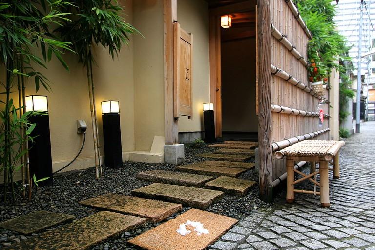 Cobbled backstreets of Kagurazaka | © Kabacchi/Flickr