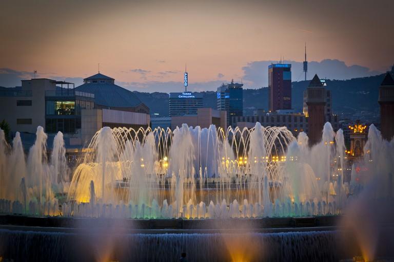 The Magic Fountain © Carwyn Lloyd Jones - Dylunio Creadigol