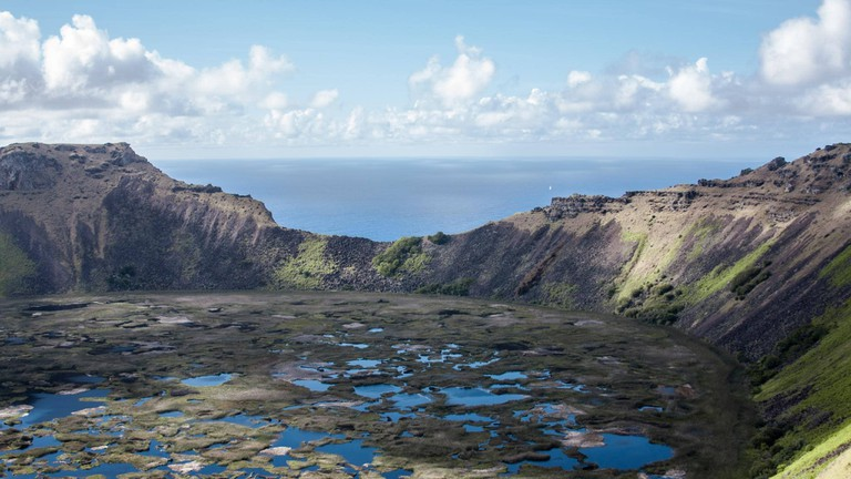 Cráter del volcán Rano Kau, en Isla de Pascua