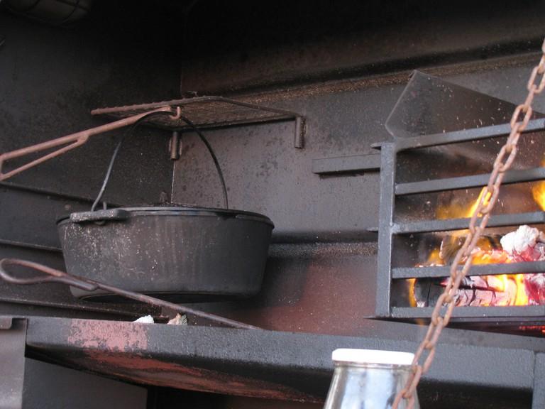 """<a href = """"https://www.flickr.com/photos/82622462@N02/8773449900/in/photolist-kpD7F-9SoxDZ-enhdZA-hXUkSj-9d4VGF-cgx8tb"""" > Potjiekos on the braii"""