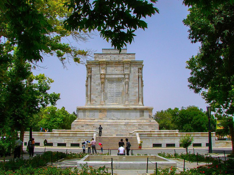 The interior of Ferdowsi's tomb depicts scenes from the Shahnameh | © Mostafameraji / Wikimedia Commons