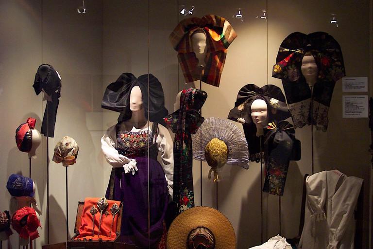 Alsatian bonnets and coifs