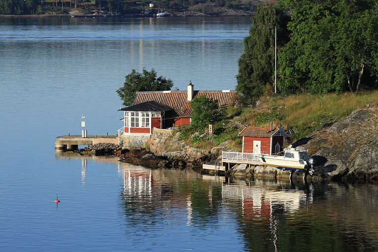 Soak up the beauty of the Stockholm archipelago / Photo courtesy of Wikipedia Commons
