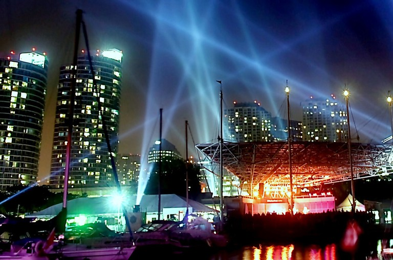 Pulse Front installation at Toronto Harbourfront by Mexican-Canadian artist Rafael Lozano-Hemmer, Luminato 2007