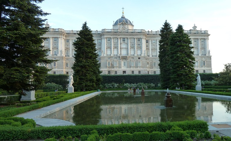 The Sabatini gardens and a view of the Royal Palace| © Lori Zaino