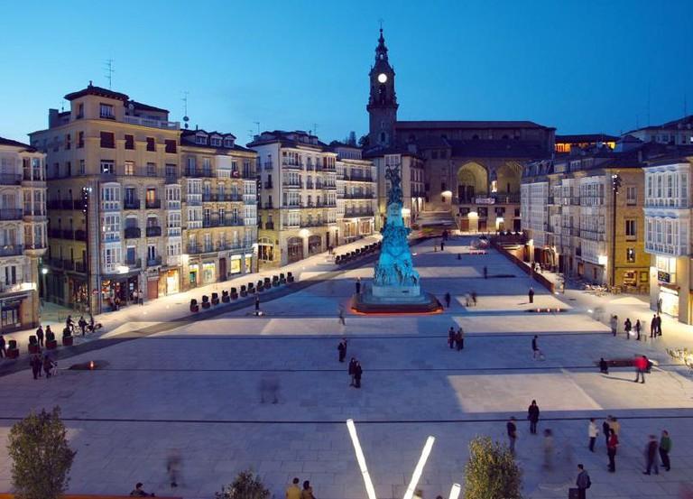 Plaza Virgen Blanca, Vitoria Gasteiz | ©Mikelcg / Wikimedia Commons
