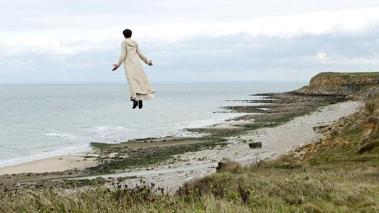 Isabelle (Valeria Bruni Tedeschi) takes flight
