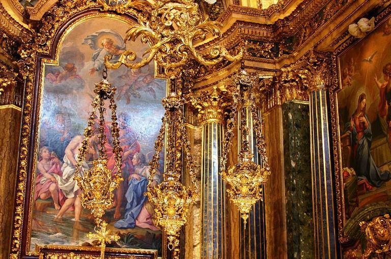 Gold detailing and artwork at the Capela de São João Baptista