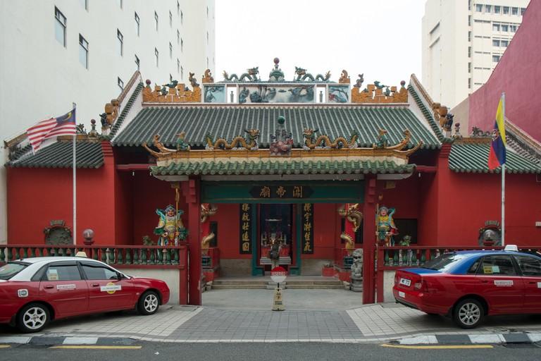 Temple in the city | © Ben Garrett / Flickr